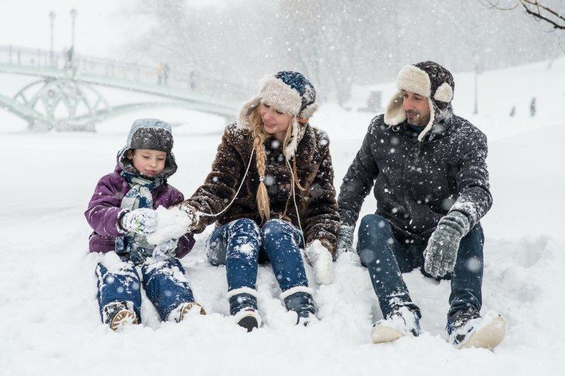 Famile im Schnee