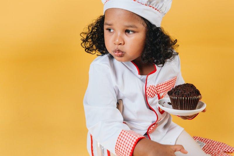 Kind in Kochkleidung